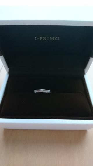 【アイプリモ(I-PRIMO)の口コミ】 婚約指輪と重ねてつけたときにしっくりくるものを選びました。デザインは、…