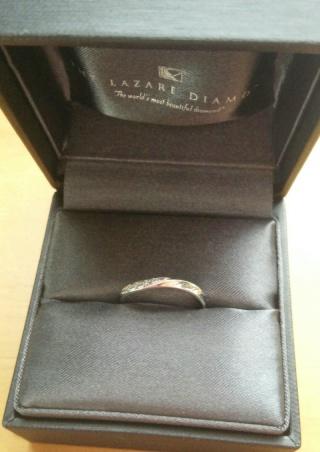 【ラザール ダイヤモンド(LAZARE DIAMOND)の口コミ】 デザインがとにかく魅力的で購入を決めました。元々シンプルな指輪を探して…