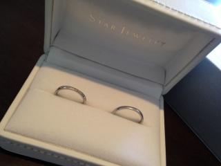 【スタージュエリー(STAR JEWELRY)の口コミ】 お互いにこだわりがあり、 私:婚約指輪と合わせてつけやすく、ダイヤが入…