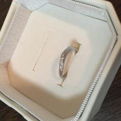 【4℃(ヨンドシー)の口コミ】 旦那が気に入ったデザインの指輪の中から一番結婚指輪らしいキラキラした…