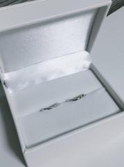 【HOSHI no SUNA 星の砂(ほしのすな)の口コミ】 ウェーブしたデザインでダイヤの入った指輪を探しており、色々試着させて頂…
