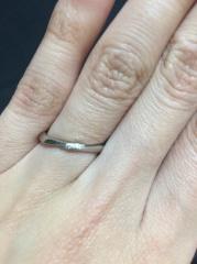 【PORTADA(ポルターダ)の口コミ】 リングの形とダイヤの入ってるデザイン、指輪の側面が手になじむようなカ…