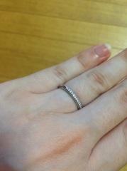 【アイプリモ(I-PRIMO)の口コミ】 素敵な指輪がいっぱいありましたが、こちらのデザインに一目惚れ? どの角…