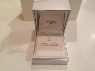 【シャネル(CHANEL)の口コミ】 結婚指輪探しでは、色とデザインを重視していました。シルバーよりゴール…