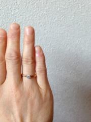 【ティファニー(Tiffany & Co.)の口コミ】 手が小さく、指が短い私。スタンダードな婚約指輪だと、明らかにバランス悪…