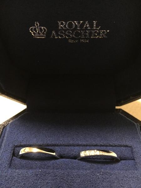 【ROYAL ASSCHER(ロイヤル・アッシャー)の口コミ】 色々と悩みましたが、結局は一番初めにいいなと感じた指輪にしました。よっ…