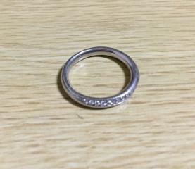 【銀座ダイヤモンドシライシの口コミ】 この指輪にしたのは、指輪はツイストしていたりV字型ではなく、ストレート…