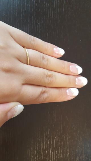 【AHKAH(アーカー)の口コミ】 指にはめた時にシンプルで上品な形で探していました。太さもちょうどよく、…