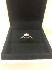 【フォーエバーマーク(FOREVERMARK)の口コミ】 シンプルで結婚指輪との相性も良いと思ったので購入に至りました。フォエ…
