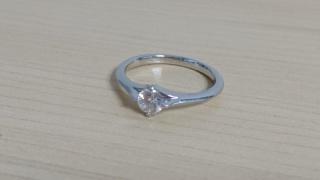 【CHARMY(チャーミー)の口コミ】 指輪をはめたときに、ダイヤが、一際目立って見えるので、とてもきれいです…