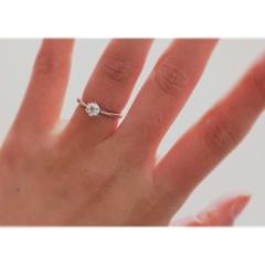 【銀座ダイヤモンドシライシの口コミ】 ダイヤモンドの輝きが素晴らしいです!!! どの角度から見てもキラキラ輝…