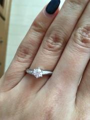 【銀座ダイヤモンドシライシの口コミ】 立てヅメではなく、普段からも使えて、結婚指輪と重ね付けできるデザインを…