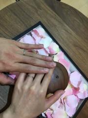 【COLANY(コラニー)の口コミ】 ダイヤのないシンプルなストレートラインで最初は考えていましたが、指輪選…