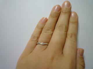 【4℃(ヨンドシー)の口コミ】 指も関節も太いので、すんなり見えることを重視してV字のデザインを選び…