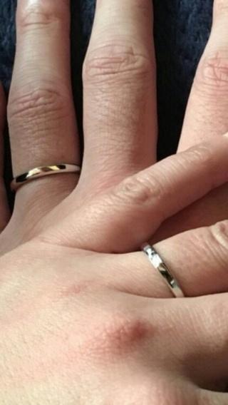 【銀座ダイヤモンドシライシの口コミ】 シンプルなストレートながら角が丸くて指あたりがよいところがきにいりまし…