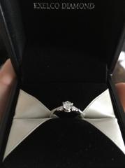 【エクセルコダイヤモンド(EXELCO DIAMOND)の口コミ】 デザインがかわいいです!!側面から見たら王冠が見えます!!ダイヤを止…