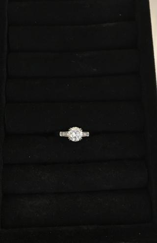 【ハリー・ウィンストン(Harry Winston)の口コミ】 他のブランドを何軒か見ても、ハリーウィンストンのダイヤモンドが1番輝い…