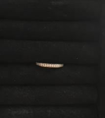 【ヴァン クリーフ&アーペル(Van Cleef & Arpels)の口コミ】 職場で着用しても派手にならず、でも結婚指輪のみでつけても華やかな印象…