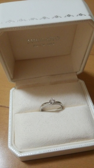 【MIKIMOTO(ミキモト)の口コミ】 婚約指輪選びで重視したポイントはいかに指が綺麗にもえるかどうか。また、…