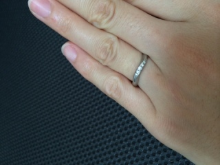 【ROYAL ASSCHER(ロイヤル・アッシャー)の口コミ】 指にはめた時のしっくり馴染むような感触と、ダイヤの光り方が一番きれい…