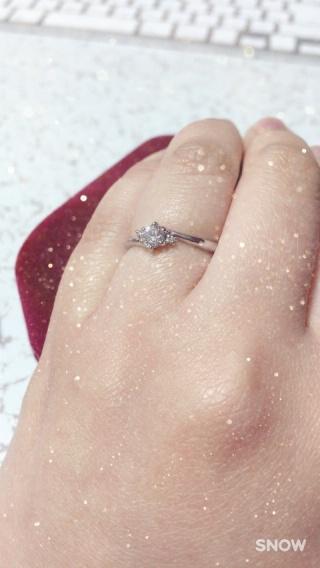 【ジュエリーツツミ(JEWELRY TSUTSUMI)の口コミ】 まだ若いので大ぶりのダイヤは嫌だったので質を重視して決めた。ダイヤの…