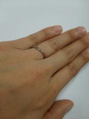 【Dolfani(ドルファーニ )の口コミ】 緩やかなカーブになっている柔らかい雰囲気の指輪が好きで、いろいろお店に…