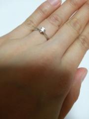 【Dolfani(ドルファーニ )の口コミ】 ひと粒ダイヤの婚約指輪に、昔から憧れが強く、それ以外考えられませんで…