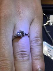 【銀座ダイヤモンドシライシの口コミ】 いくつか試着した中で一番気に入ったデザインであったこと、店員さんが一生…