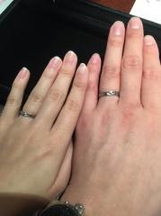 【JEWELRY  KAMATA(ジュエリーかまた)の口コミ】 婚約指輪を購入した店舗で購入しました。重ね付けすることを前提にしたデ…