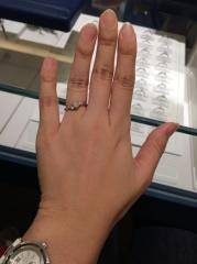【銀座ダイヤモンドシライシの口コミ】 名前の通り、プロポーズ用のため、調節可能な台座にダイヤモンドが乗って…