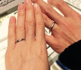 【ヴァンドーム青山(Vendome Aoyama)の口コミ】 シンプルなストレートの結婚指輪を探していました。つけ心地も良かったです…