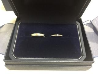 【銀座ダイヤモンドシライシの口コミ】 結婚指輪なので普段から身につけるため、つけ心地を重視して選びました。 …