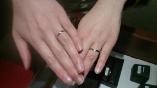 【銀座ダイヤモンドシライシの口コミ】 結婚式場の見学に行ったホテルの方からの紹介で伺いました. リングの形,…