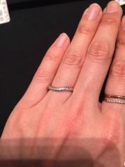 【ティファニー(Tiffany & Co.)の口コミ】 プラチナの地金にダイアモンドが9石も埋め込まれており、とても可愛いら…