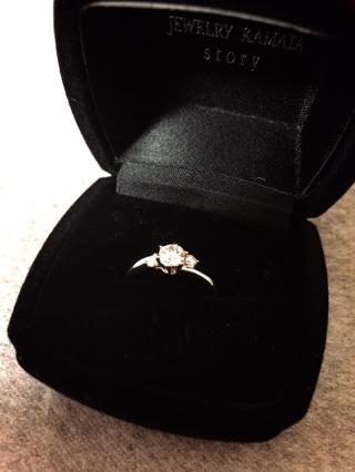 【JEWELRY  KAMATA(ジュエリーかまた)の口コミ】 指輪の形とダイヤの輝きです。 長く付けていても、気にならないように、く…