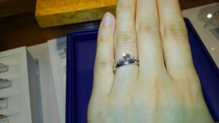 【銀座ダイヤモンドシライシの口コミ】 最終的にはデザインで決めました。結婚指輪と婚約指輪の間にあまり隙間が…