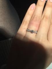 【エクセルコダイヤモンド(EXELCO DIAMOND)の口コミ】 ミル打ちが施されており周りのダイヤモンドもキラキラしていましたが、ミル…