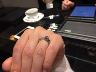 【エクセルコダイヤモンド(EXELCO DIAMOND)の口コミ】 リボンをモチーフにしていて、二人の絆が強くなるようにとの意味合いを込め…