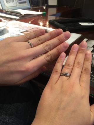 【JEWELRY  KAMATA(ジュエリーかまた)の口コミ】 婚約指輪に合わせたS字のラインで、指を綺麗に見せてくれます。天の川も広…