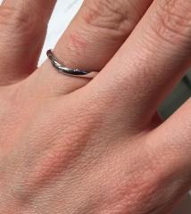 【HOSHI no SUNA 星の砂(ほしのすな)の口コミ】 太過ぎず、細過ぎず、結婚指輪を着けていることを主張し過ぎない、あまり目…