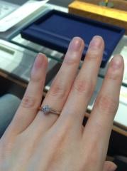 【銀座ダイヤモンドシライシの口コミ】 彼がひとりでダイヤを選んできてくれて、クリスマスにプロポーズしてくれま…