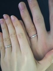 【銀座ダイヤモンドシライシの口コミ】 普段もつけられるシンプルで丈夫で、普段のつけ心地も良いです。指も太い…