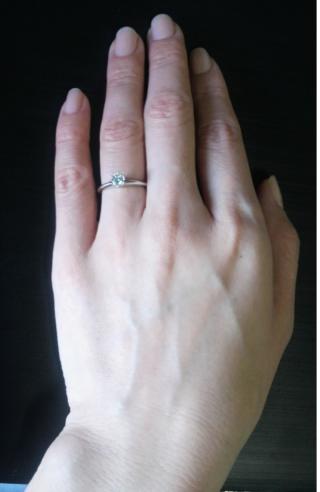 【ティファニー(Tiffany & Co.)の口コミ】 サプライズでプレゼントしてくれたのですが、不思議と指にピッタリでした。…