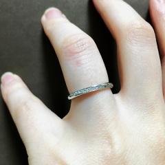 【銀座ダイヤモンドシライシの口コミ】 最初はウェーブの指輪を探していました。 この指輪はウェーブではなく、ス…