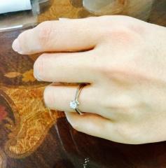 【銀座ダイヤモンドシライシの口コミ】 来店1回で指輪購入を決めました。試着は何度もして決めました。 お蔭で彼…