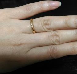 【カルティエ(Cartier)の口コミ】 婚約指輪は、結婚指輪と同様にずっと着用しておきたいと思ったのでシンプル…