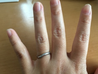 【ete(エテ)の口コミ】 値段が安かったのとデザインが気に入りました。他の指輪も色々試着したけ…