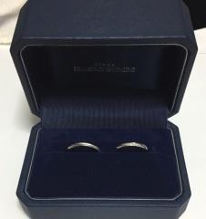 【銀座ダイヤモンドシライシの口コミ】 まず、新婦の指輪を婚約者の意見(婚約指輪との重ね付けをした際にバランス…