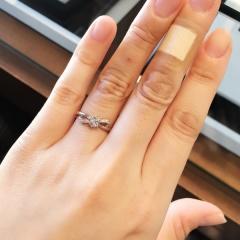 【I's stone(アイズストーン)の口コミ】 リボンの形がとっても可愛いです! 華奢なリングでリボンの形もはっきりわ…