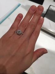 【ティファニー(Tiffany & Co.)の口コミ】 細やかなメレダイヤがキラキラと輝きを放ちまるで海で日が沈む際の波の輝き…